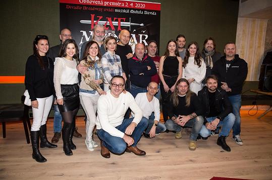 Marian s kolegy z muzikálu Kat Mydlář