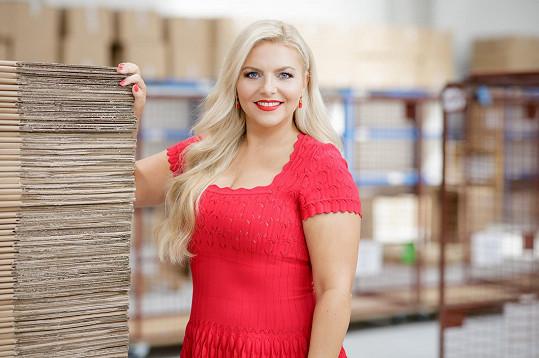 Simona Kijonková v rámci projektu Milionář mezi námi týden pomáhala v děčínských neziskových organizacích.