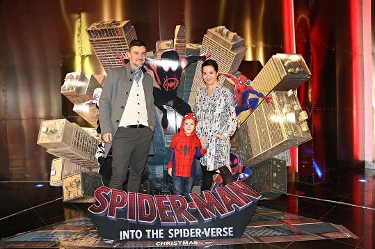 Kristýna Janáčková a Michal Škrabák vzali syna na film Spider-Man: Paralelní světy.