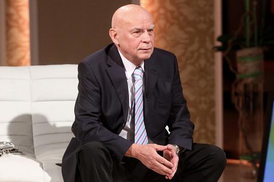 Spolužák Karla Gotta Josef Krajník práskl na Gotta, že imitoval politiky.