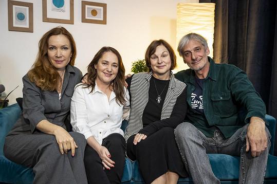 S kolegy dabéry ze seriálu Přátelé: Stanislavou Jachnickou (Phoebe), Pavlou Rychlou (Monika) a Danielem Rousem (Ross)