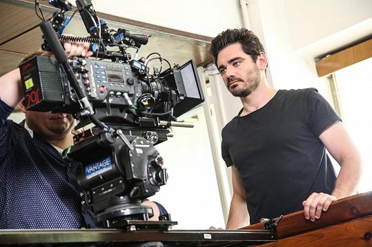 Vojtovi je blízké stát nejen před kamerou, ale i za ní. Kromě herectví se věnuje také režii.