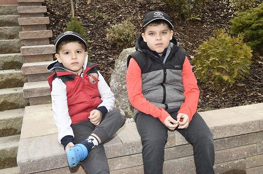 Adrian a mladší Sebastian (vlevo)