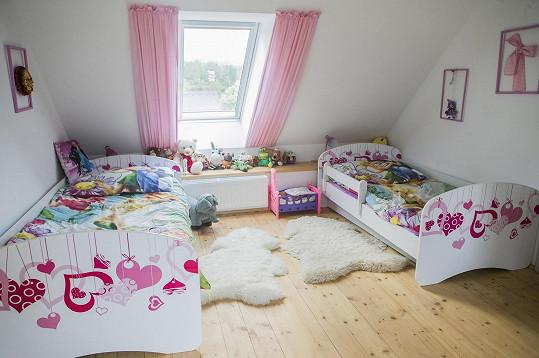 Vnučky mají krásný pokojíček.
