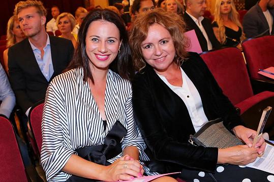 Herečky Dáša Zázvůrková a Jitka Sedláčková volily civilnější outfit.