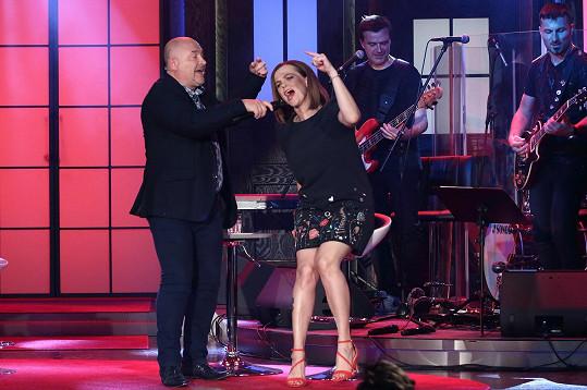 To by nebylo, aby si spolu dva zpěváci nezazpívali.