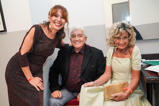 A se svým současným spolupracovním Jiřím Krampolem a herečkou Michaelou Dolinovou.