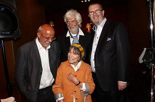 Michal Horáček (vlevo) na archivním snímku s Hanou Hegerovou, Petrem Hapkou a Richardem Müllerem (vpravo)