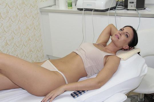 Gábina několikrát ukázala prádlo i ve zkrášlovacím salonu.