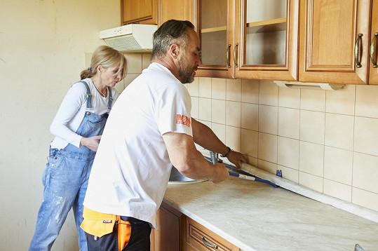 Mise nový domov se pokusí rodině zvelebit domov, který je v hrozném stavu.