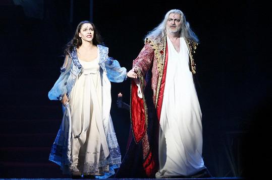 Eva Burešová je známá mimo jiné díky v muzikálu Dracula, kde hraje s Danem Hůlkou.
