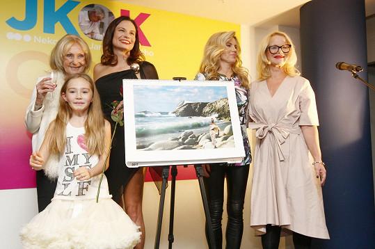 Téměř osmiletá dcera architekta Jana Kaplického Johanka křtila charitativní kalendář.