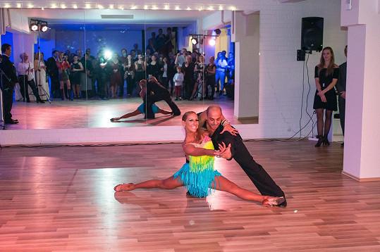 Se svým tanečním partnerem Zdeňkem Rezlerem jsou Mistry republiky v latině nad třicet let.