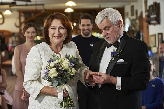 """""""Je to už naše třetí svatba,"""" směje se herečka."""