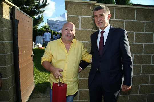 Andrej Babiš gratuloval Davidovi ke kulatinám.