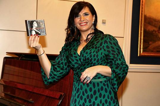 Zpěvačka natáčela album dva měsíce po porodu.