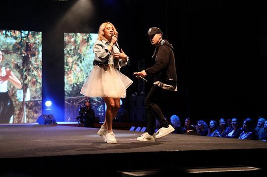 Kromě skupiny Holki během večera vystoupila stříbrná účastnice SuperStar Eliška Rusková.
