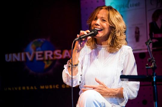 Studiovou desku zpěvačka vydala po dlouhých 15 letech.