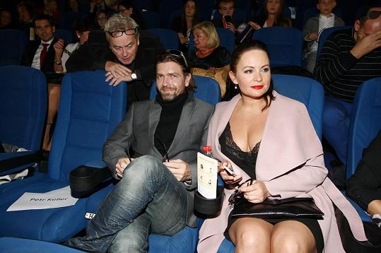 Jitka s manželem na premiéře v kině