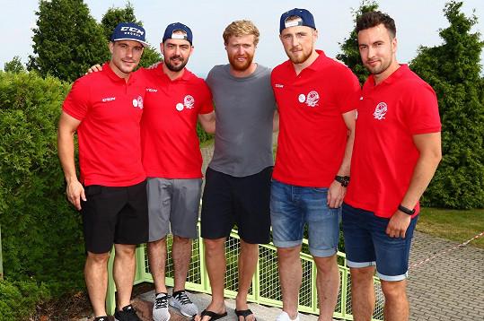 Akce se zúčastnili a vstupem do eReS týmu podpořili pacienty také hokejisté HC Vítkovice Ridera - Rostislav Olesz, Roman Sturz, Jakub Lev a Ondřej Roman.
