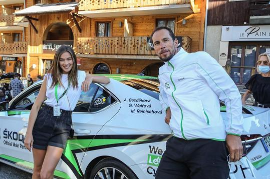 Lepšího řidiče auta dostat nemohla, po celou dobu jí vozil Pedro Horillo, bývalý hvězdný cyklista a vítěz Giro d'Italia.