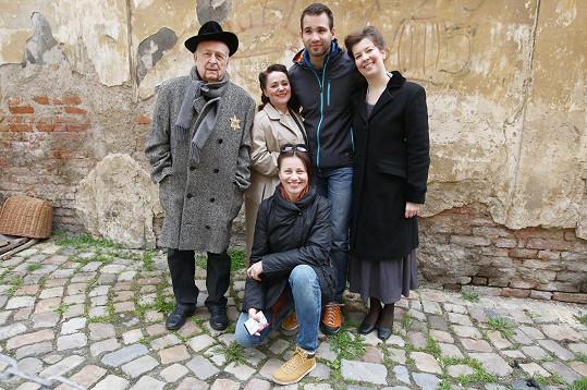 V klipu si kromě Zindulky zahrála i Miriam Chytilová.