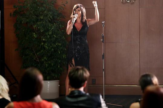Daniela Šinkorová si v Modrém kódu zahraje zpěvačku. Takže v podstatě hrála sama sebe.
