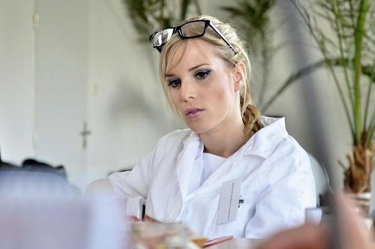 Barbora Petrová si v seriálu Stopy života zahrála primářku pediatrie.
