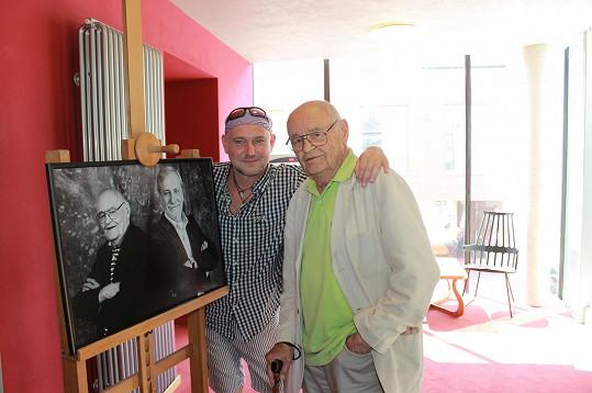 Ludvík s režisérem Václavem Vorlíčkem, jehož fotil s kolegou Michalem Zelenkou.