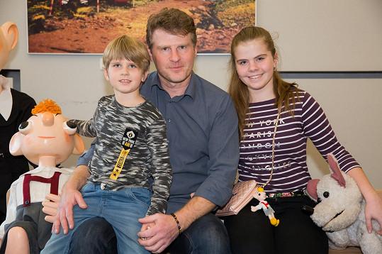 Petr Batěk s dcerou Kristýnou a synem Petrem