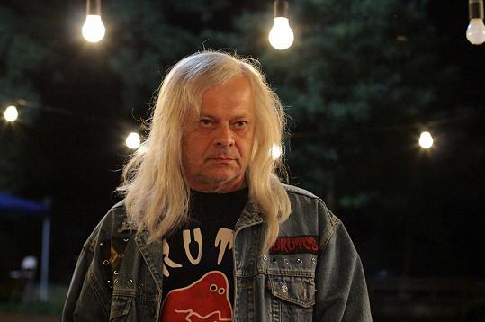 Bob Klepl hraje svérázného otce Anny Polívkové.