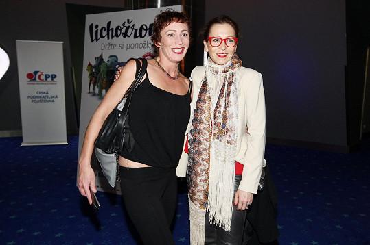 Na premiéře se potkala i se Zuzanou Stivínovou.