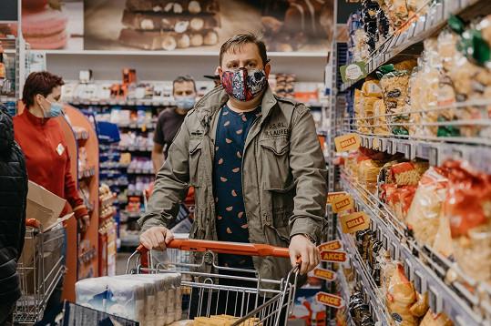 S kuchařem Janem Punčochářem se během soutěže spřátelili na nákup do supermarketu v nákup potravin do supermarktu v Říčanech u Prahy vyrazili společně.