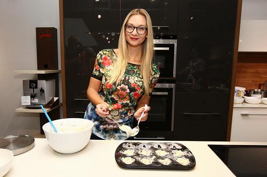 V kuchyni se prý ale herečka umí otáčet.