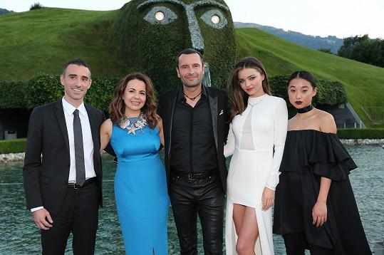 Alessandro Vergano, kreativní ředitelka společnosti Nathalie Colin, Robert Buchbauer, topmodelka Miranda Kerr a módní ikona Margaret Zhang.
