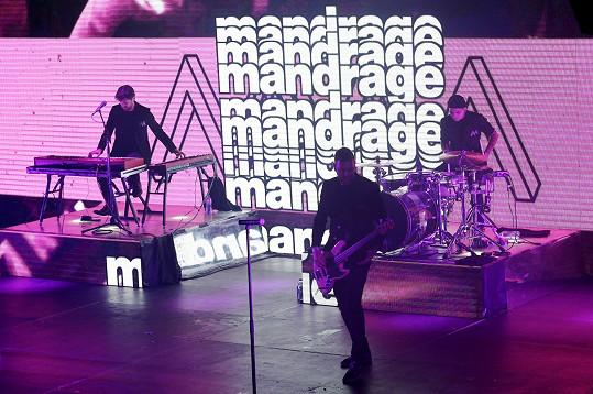 Z plánovaného turné Dlouhej únor se uskutečnil jediný koncert. V Praze ve Foru Karlín.