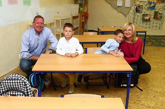 Rodinka ve školní lavici