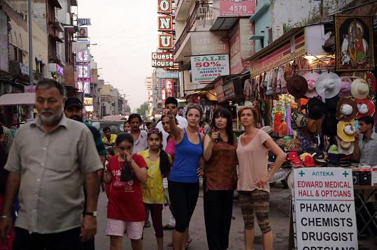 V Tibetu a Indii ji doprovázela reportérka Lucie Špaková.