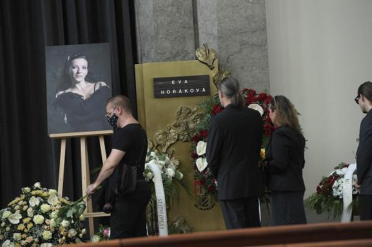 Eva Horáková byla krásná a ještě mladá žena.