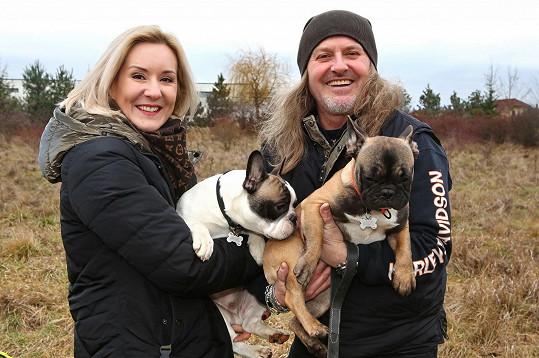 Pepa s Jovankou a jejich novými psími miláčky.