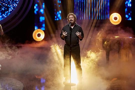 Diváci oceňují, že zpíval velmi procítěně.