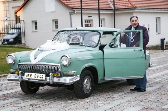 Originální byl také svatební vůz.