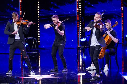 Skupina De Facto Quartet zabodovala se singlem Shape of You od Eda Sheerana.