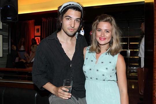 Emma ani její partner Jordan nepotřebují alkohol k zábavě.