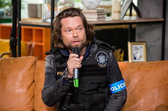Krajčo se objeví v roli policisty.