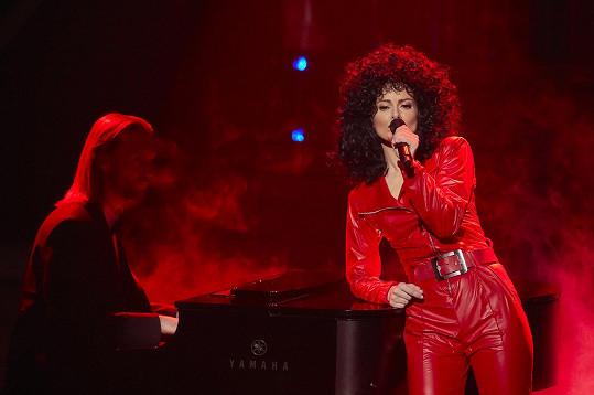 Hana Holišová zazpívala coby Lady Gaga píseň Bang Bang (My Baby Shot Me Down)