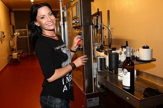 Gábina po sedmi letech zase pije víno.