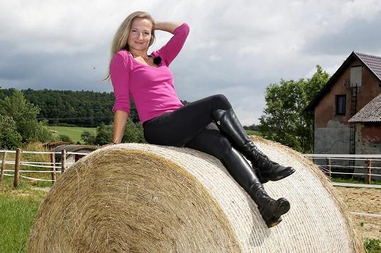 Jediná žena letošní řady Andrea Víznerová (38) miluje koně, je dobrovolnou hasičkou a tancuje latinskoamerické tance.
