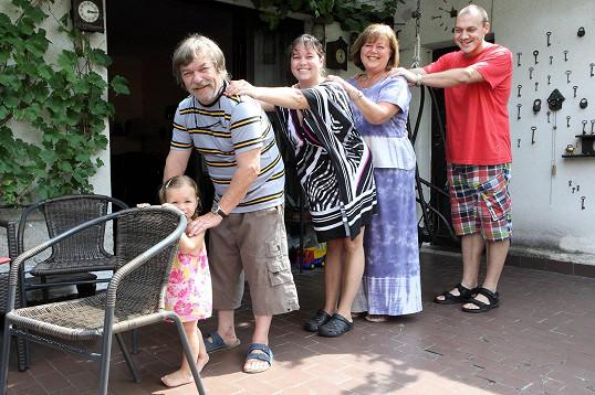 Roman Skamene tráví léto s rodinkou na chalupě.