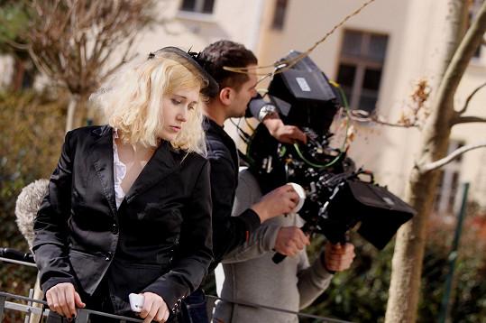 Tato mladá režisérka vystudovala režii na FAMU pod vedením Věry Chytilové.